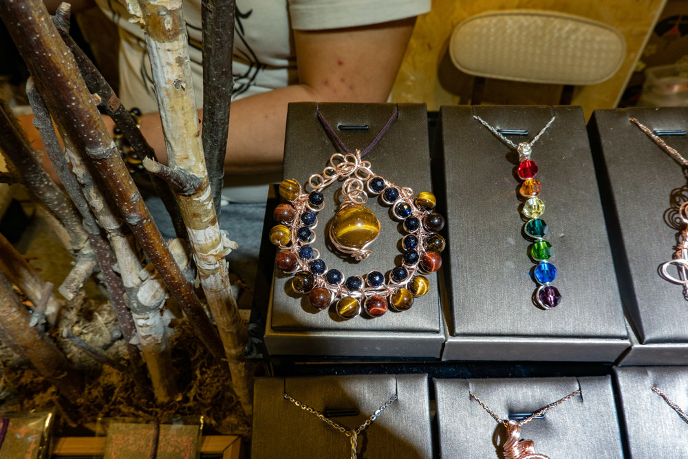 More jewellery at ISO 500, 1/30s at f/6.3. Cropped detail below at x13 magnification