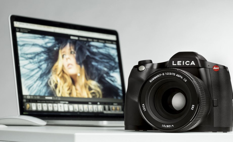 Leica introduces the S3 medium-format camera