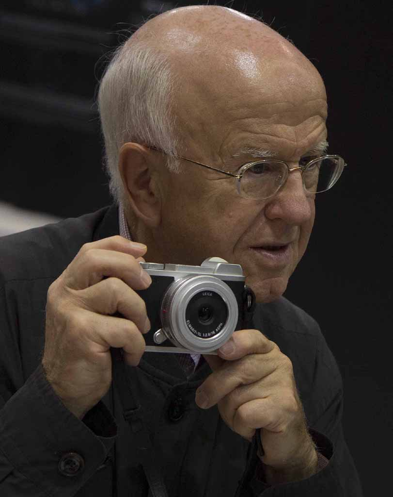 A typical Leitzianer with his new silver Leica CL  © jmse