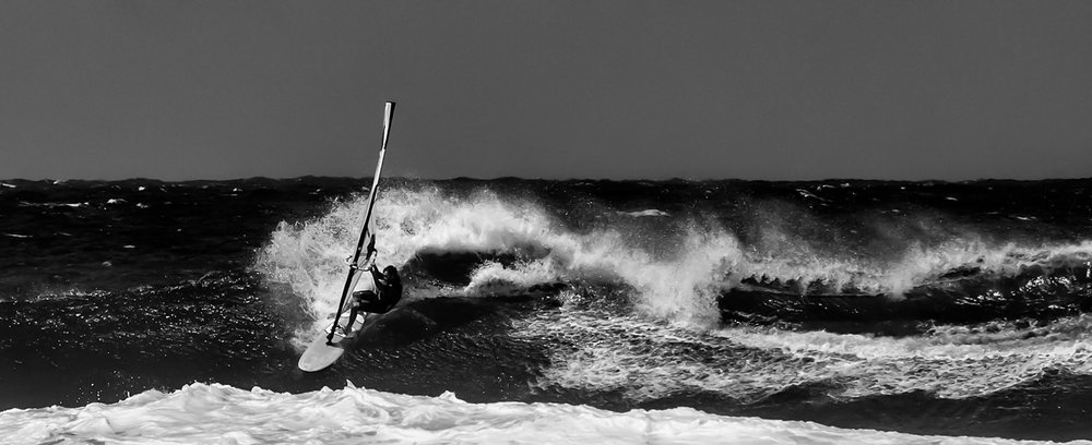 sm_hookipa-windsurfer-b&w-1357.jpg