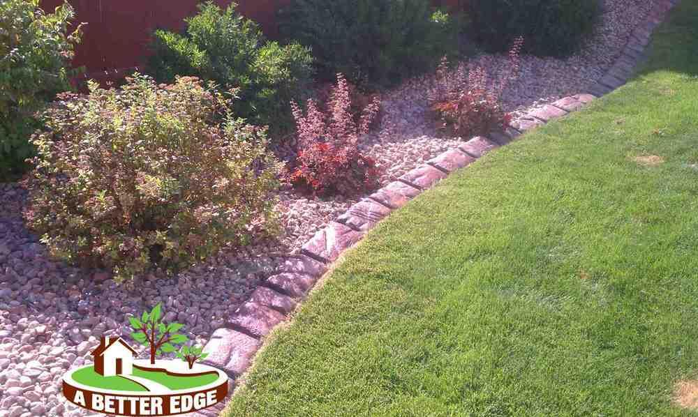 Concrete Cobble-Stone grass border.jpg