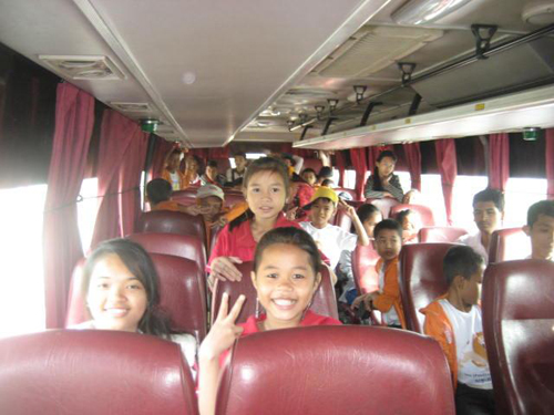 PE3 kids on the way to the zoo.