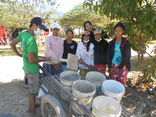 Several of the BB1 are helping with expanding the driveway to the campus in Battambang.