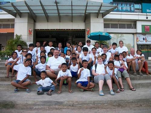 The Wooster team and the children visiting a supermarket in Battambang.