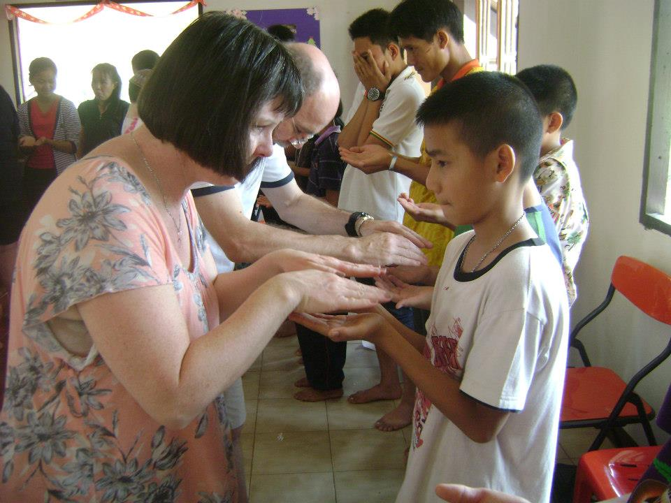 Pastor Ruth Anne and the team from Highview play games with the Hot Springs kids.