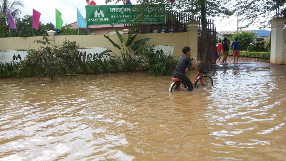 Flood waters from the Sangkae river surround the Battambang Campus.
