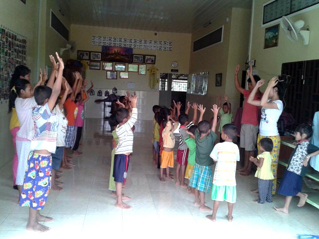 BB 10 kids are enjoy practice together to worship on Sunday in the church.jpg