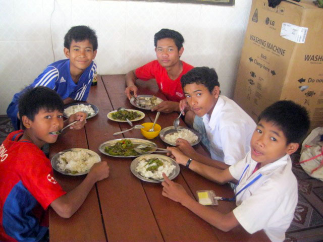 A typical Sunday meal at Battambang 2