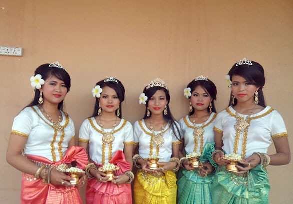 They're enjoy Khmer dancing for inauguration bb 9.JPG