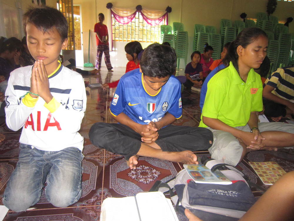 Pe 2 kids are enjoying fasting prayer.JPG