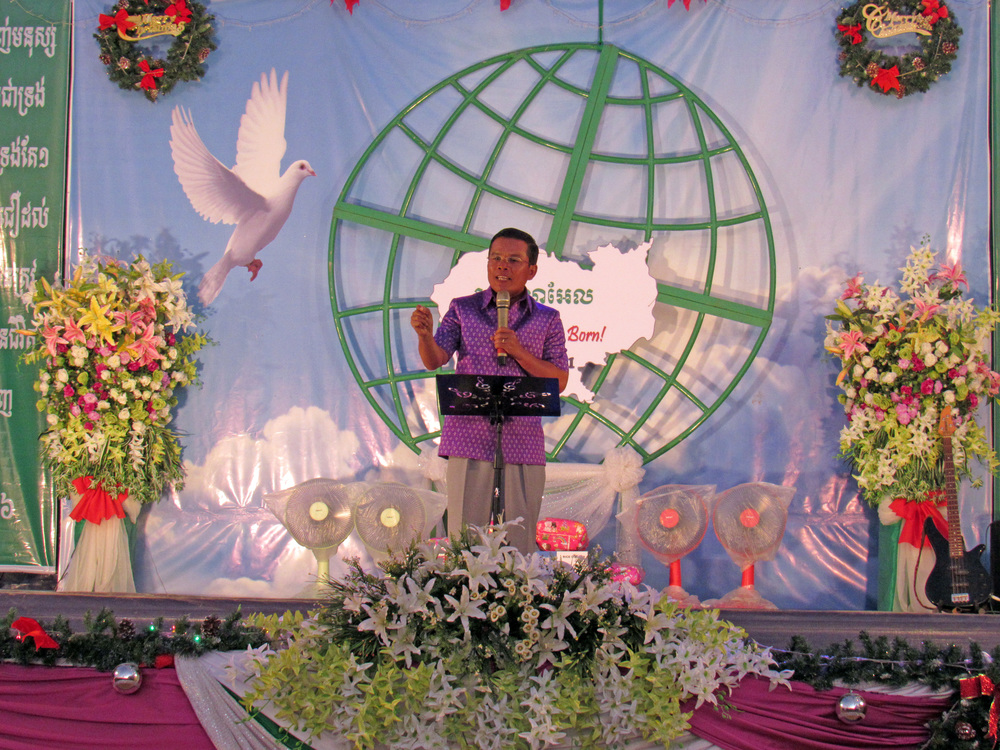 Our National Director in Cambodia, Savorn Ou, shares the gospel at the Christmas Concert and 0utreach. Nearly 2000 people attended this amazing event!