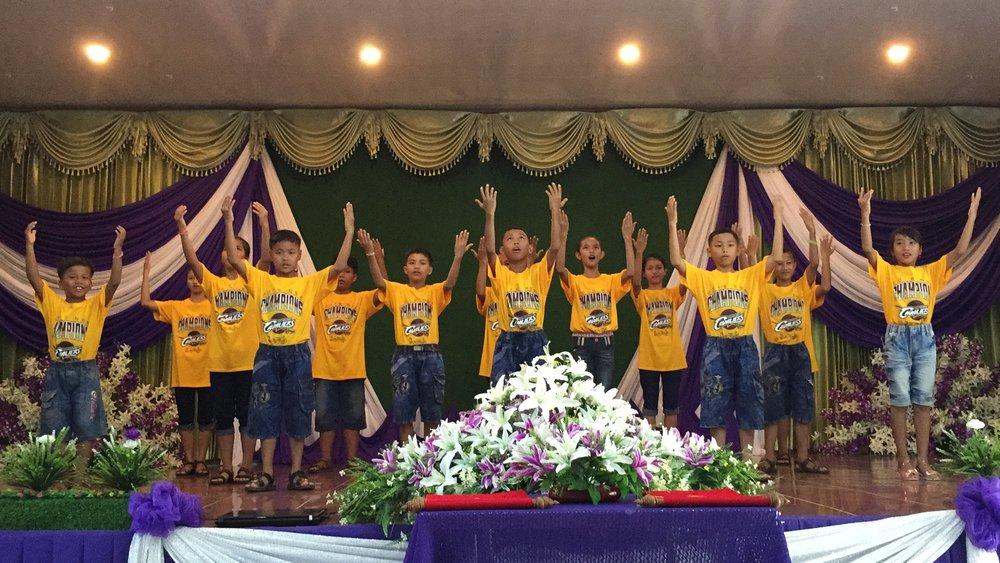 Sunday worship — looking good, kids!
