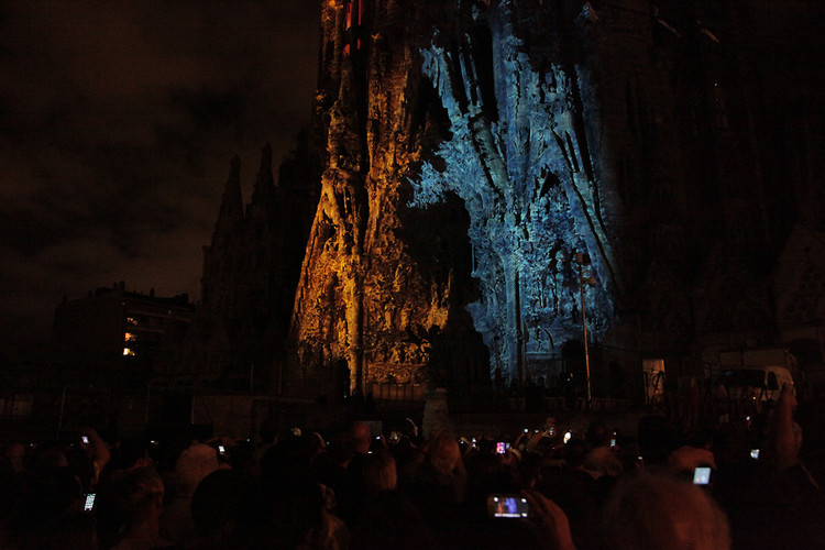 1670855-slide-gaudi-light-projection-0168.jpeg