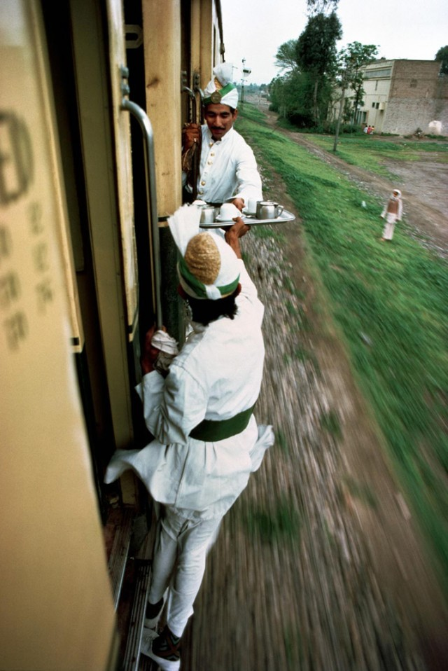 Trains-Steve-McCurry1-640x958.jpeg