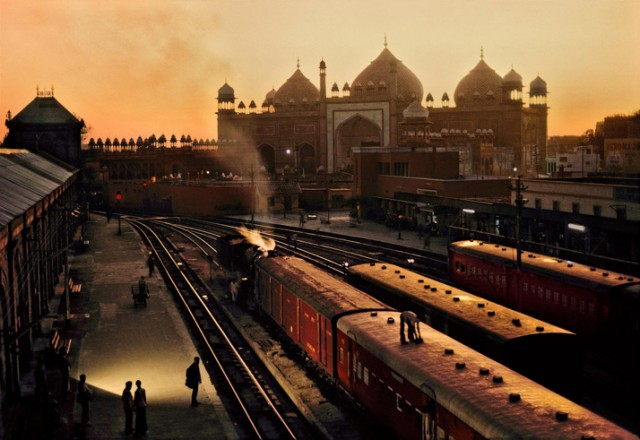 Trains-Steve-McCurry15-640x440.jpeg