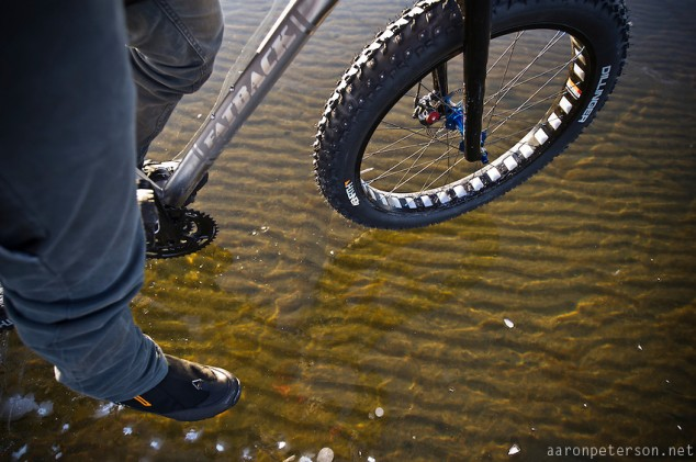 Ice-biking-on-Lake-Michigan-04-634x421.jpg
