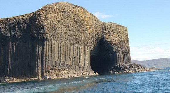 Scotland_Fingals_Cave.jpg