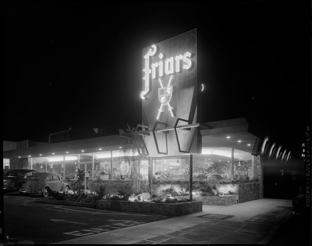 los-angeles-neon-at-night-black-and-white-03.jpg