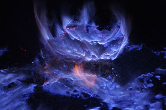 blue-lava4-550x366.jpg