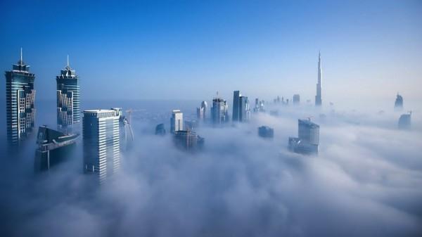 Dubai: Cloud City [timelapse and photos]