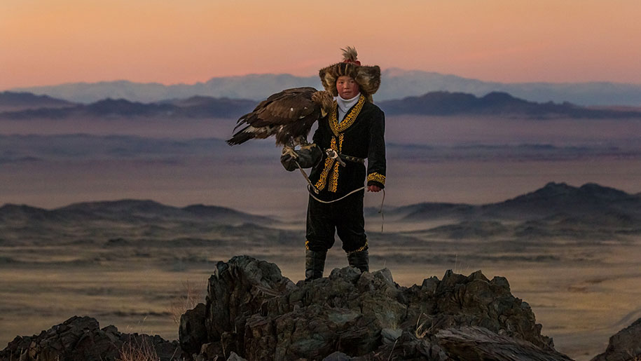 kazakh-female-eagle-hunter-asher-svidensky-2.jpg