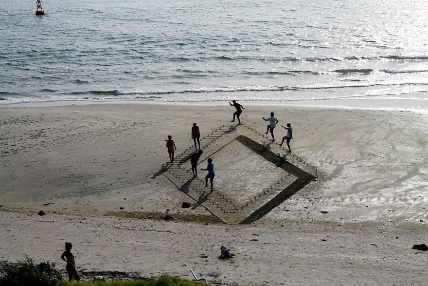 3d-Sand-art-illusion-jamie-harkins-feel-desain07.jpg