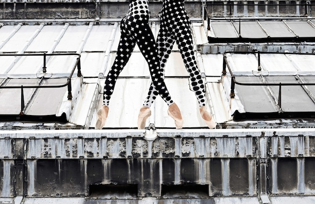 Rooftop-Dancers-in-Paris-by-JR-7.jpg