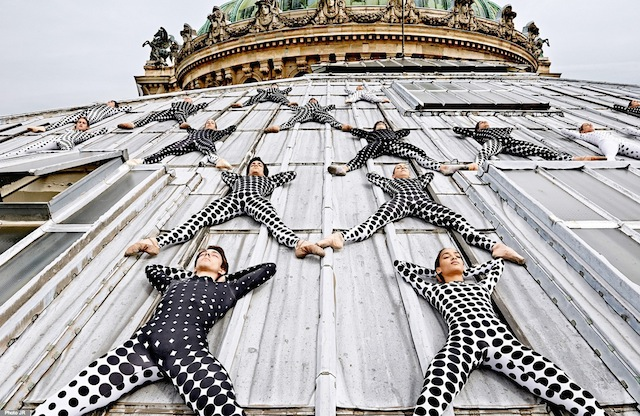 Rooftop-Dancers-in-Paris-by-JR-6.jpg