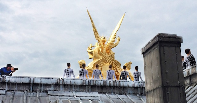 Rooftop-Dancers-in-Paris-by-JR-12.jpg