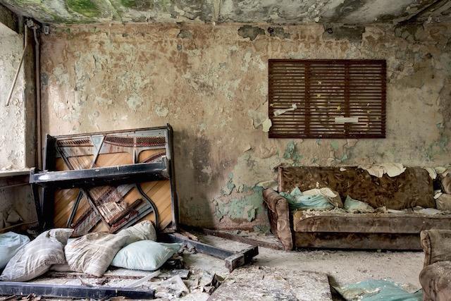 Abandonned-Soviet-Buildings-by-Rebecca-Litchfield8.jpg