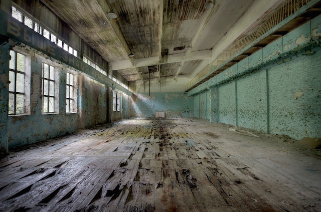 Abandonned-Soviet-Buildings-by-Rebecca-Litchfield12.jpg
