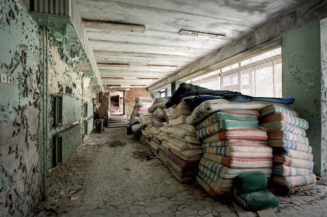Abandonned-Soviet-Buildings-by-Rebecca-Litchfield11.jpg