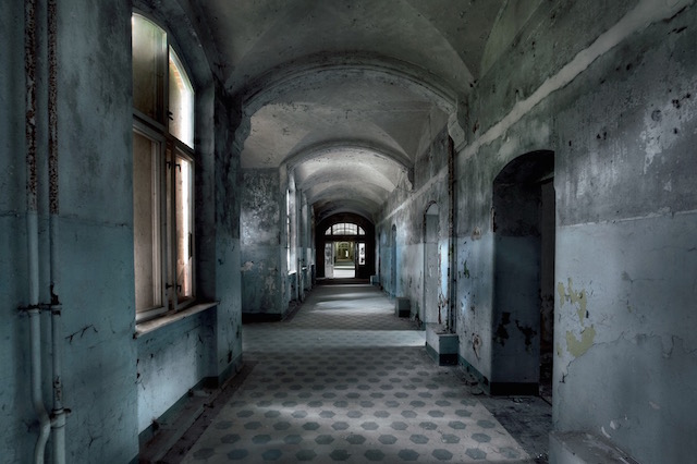 Abandonned-Soviet-Buildings-by-Rebecca-Litchfield5.jpg