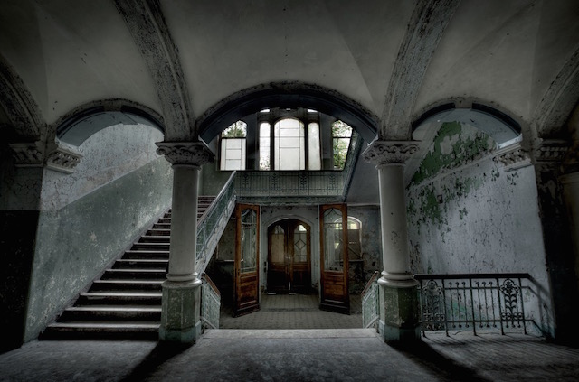 Abandonned-Soviet-Buildings-by-Rebecca-Litchfield3.jpg