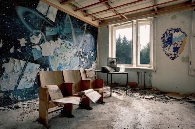 Abandonned-Soviet-Buildings-by-Rebecca-Litchfield7.jpg