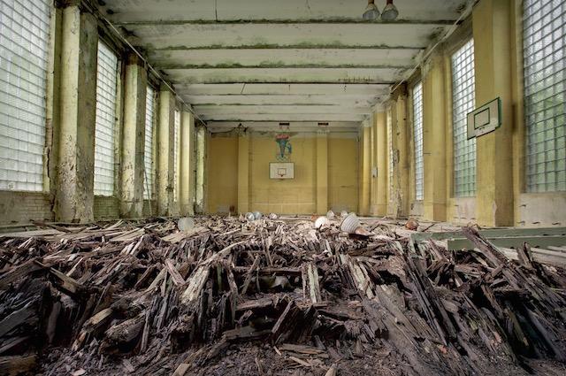 Abandonned-Soviet-Buildings-by-Rebecca-Litchfield13.jpg