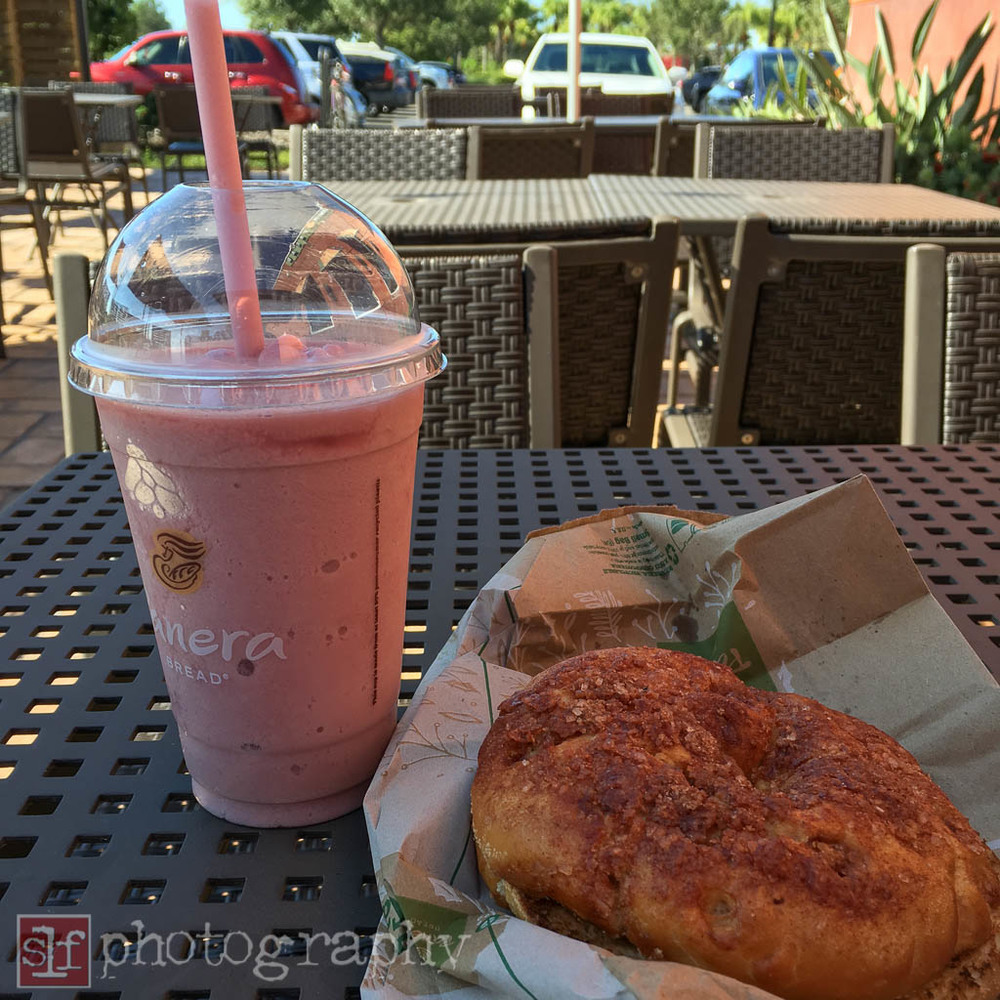 Wild Berry Smoothie, 290 calories. Cinnamon Crunch Bagel, 420 calories