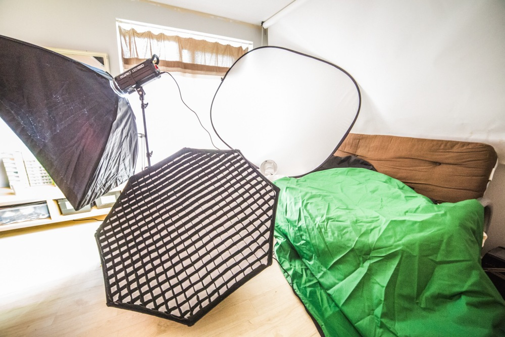 From left to right: Easy-open rectangular softbox, 100D LED light, easy-open Octobox, pop-up reflector and its various covers.