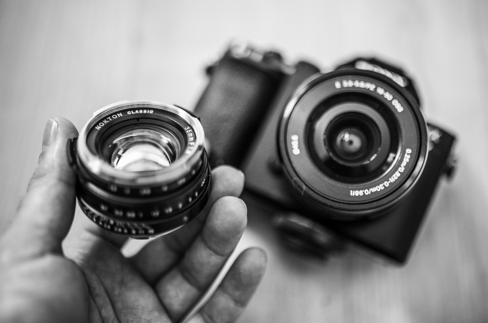 A close up of the tiny little Voigtlander next to the A7 with the almost-pancake (half a cupcake maybe?) Sony 16-50mm.