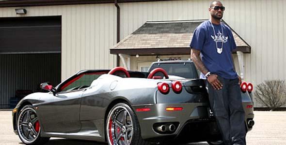 لبرون جیمز یکی از پر درآمدترین ورزشکاران حرفه ای در دنیاست و همچمین یکی از بزرگترین مالیات دهندگان امریکاست