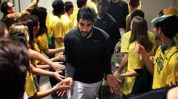 ارسلان کاظمی، فوروارد ایرانی دانشگاه اورگن، پس از فراز و نشیب های فراوان مجوز حضور در تیم را کسب کرد