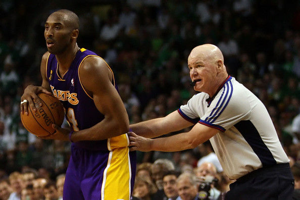 Kobe+Bryant+Joe+Crawford+NBA+Finals+Game+6+cBocLQA5gAGl.jpg