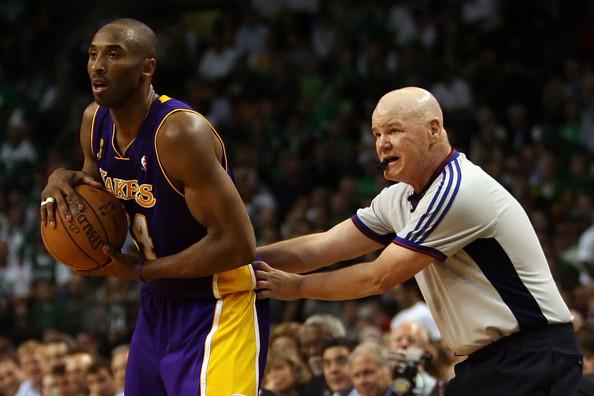 Kobe+Bryant+Joe+Crawford+NBA+Finals+Game+6+cBocLQA5gAGl.jpg