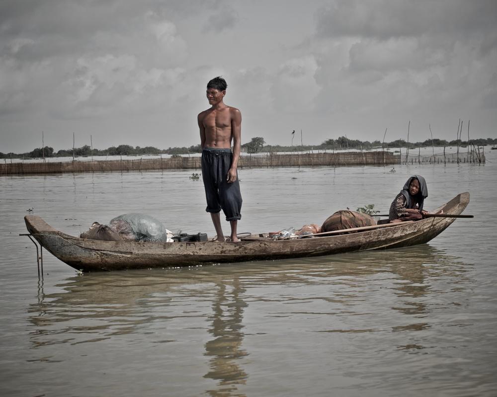 Fisherman on Tonle Sap.jpg