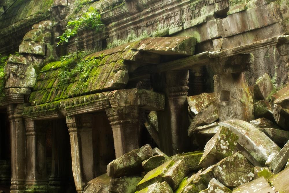 Preah Khan crumbling.jpg