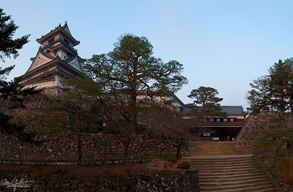 Kochi Castle at sunrise.
