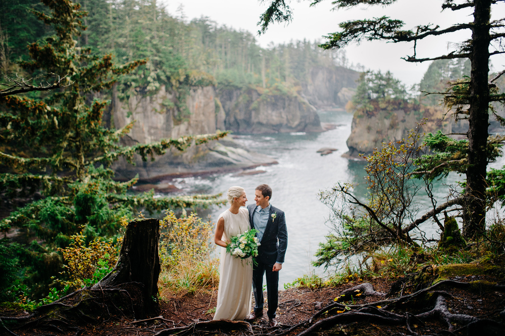 015-pnw-coastal-elopement-at-cape-flattery-by-seattle-wedding-photographer-ryan-flynn.jpg