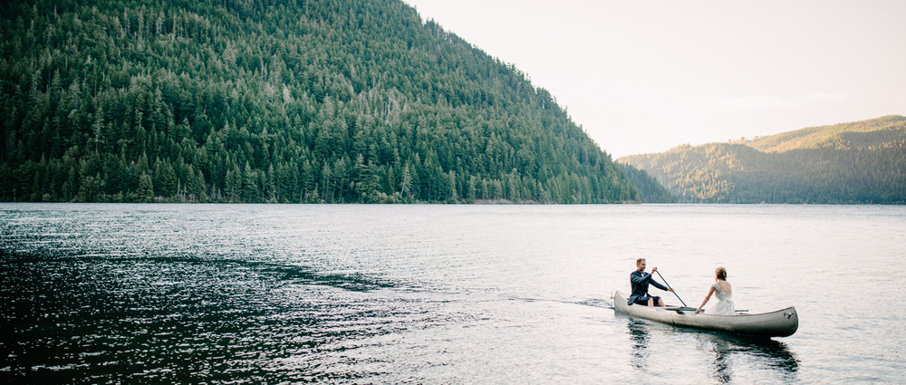 093-bride-and-groom-canoe-on-lake-crescent-by-ryan-flynn.jpg