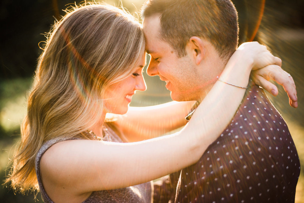 149-warm-sunny-engagement-photo-in-seattle-by-fine-art-photographer-ryan-flynn.jpg