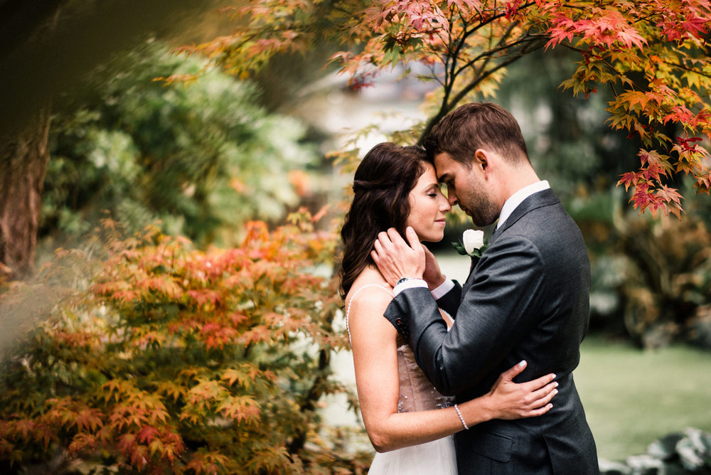 162-autumn-wedding-portrait-at-kiana-lodge-by-seattle-wedding-photographer-ryan-flynn.jpg